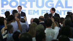 PSD/CDS-PP fazem Governo minoritário, Costa contestado no PS e Bloco 'volta a sorrir'