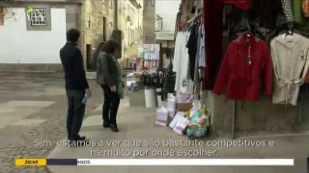 Espanhóis atravessam a fronteira para comprar fazer compras de Natal em Valença