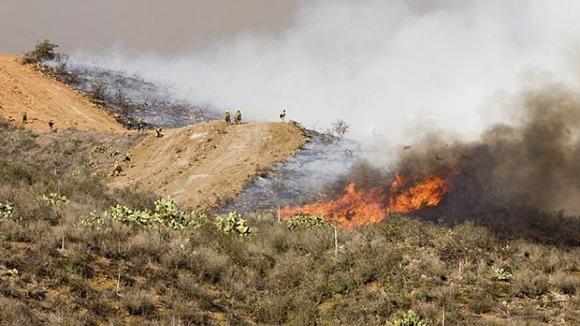Um bombeiro ferido e pessoas retiradas de dezenas de casas em Gondomar