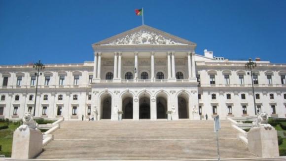 Petição com oito mil assinantes obriga AR a discutir eutanásia