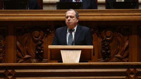 Sempre que formos livres e lutarmos pela democracia ele estará presente - Carlos César