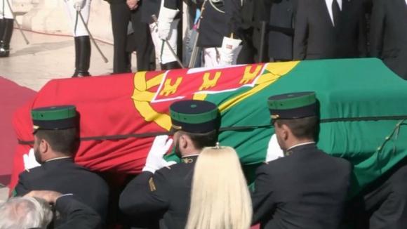 Entre milhares a assistir, houve pedido para dar nome de Mário Soares à av. da Liberdade