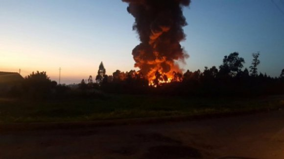 Incêndio na empresa de tratamento de papel da Feira destruiu 90% da unidade