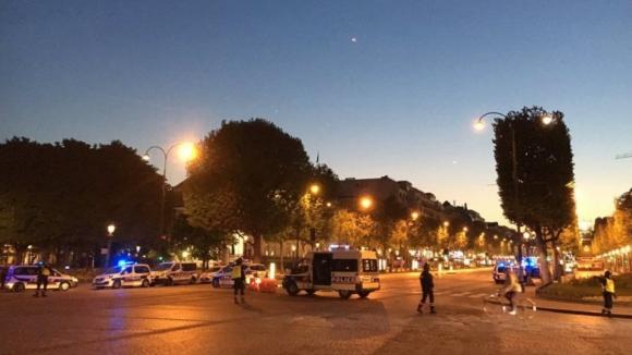 Um polícia morto e um ferido em tiroteio nos Campos Elísios, Paris