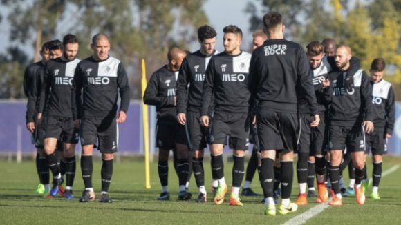 Guarda-redes João Gonçalo, dos sub-17, volta a integrar treino do FC Porto