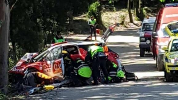 José Pedro Fontes e navegadora transportados para hospital depois de sofrerem acidente grave