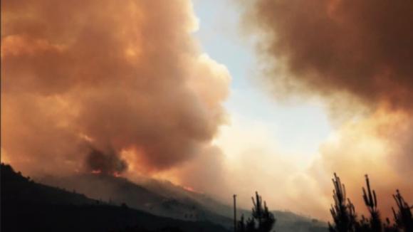 Fogo no concelho de Góis obriga a evacuar aldeias