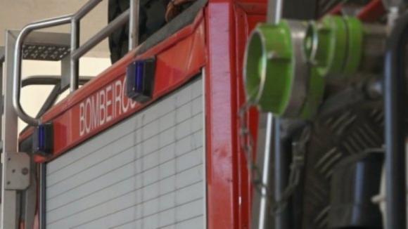 Incêndio em armazém de cortiça em Santa Maria da Feira combatido por 95 operacionais