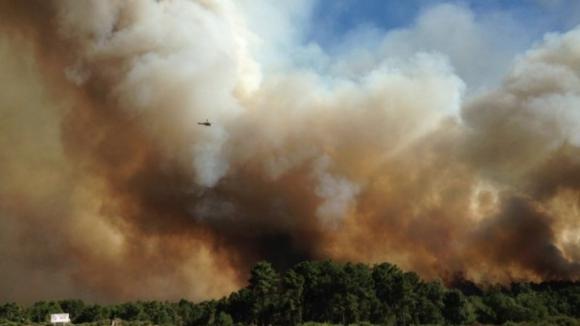 Helicóptero de combate às chamas cai em barragem de Alijó