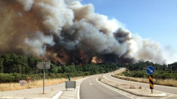 Fogo de Alijó aproxima-se de mais uma aldeia, retiradas cinco pessoas
