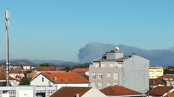 Incêndio corta várias estradas em Castelo de Paiva