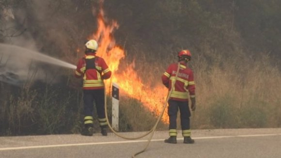 Estrada Nacional 202 cortada em Melgaço devido a incêndio florestal