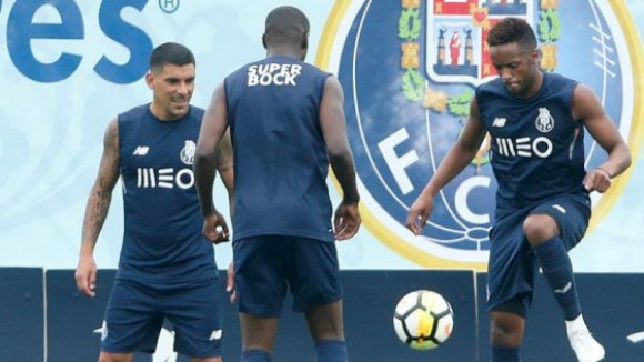 Fulham anuncia contratação de Rafa Soares