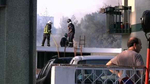 Incêndio em Campanhã que chegou a ameaçar casas já está dominado