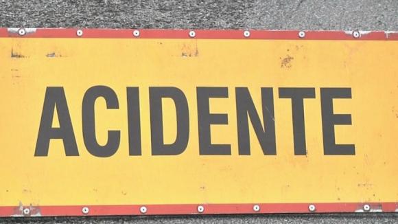 Acidente entre mota e carro provoca um ferido grave em Fão