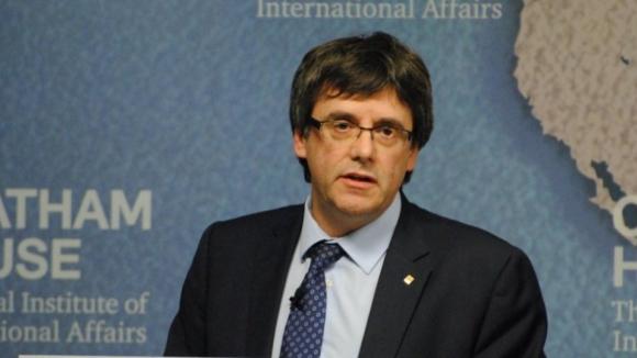 """Puidgemont anuncia """"estrutura"""" de governo para a Catalunha a partir da Bélgica"""