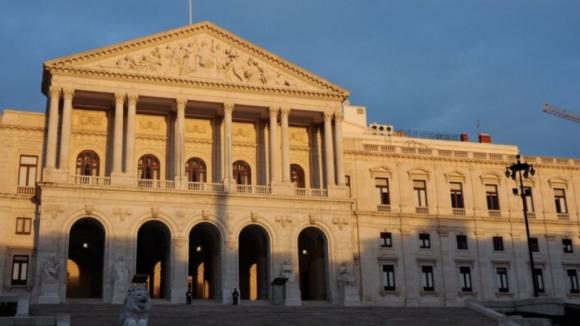 Défice melhora 2 326 milhões de euros até novembro face a 2016