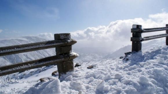 Estradas na Serra da Estrela cortadas por causa da neve