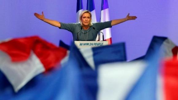 Marine Le Pen reeleita presidente do partido francês Frente Nacional