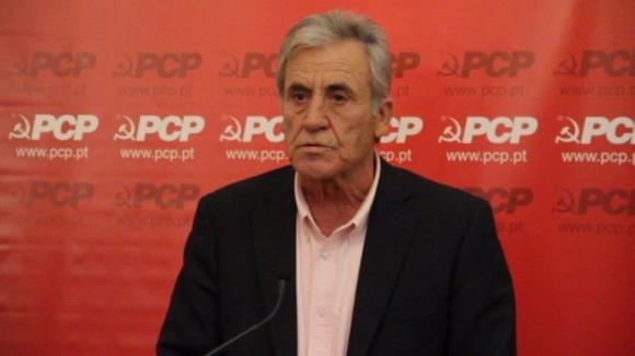 """Jerónimo diz que CDS """"devia prestar contas"""" por votar contra fim de taxas na Saúde"""