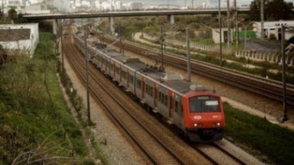 Mais de 100 comboios suprimidos entre as 00:00 e as 08:00 devido a greve