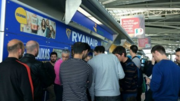 Ryanair assegura que disputa laboral não garante indemnização em voos cancelados