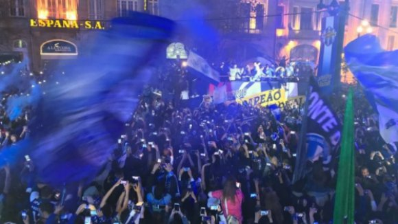 Avenida dos Aliados 'pintada' de azul para receber o campeão FC Porto