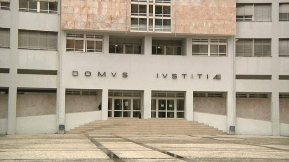 Penas até dez anos de prisão por corrupção com cartas de condução em Braga