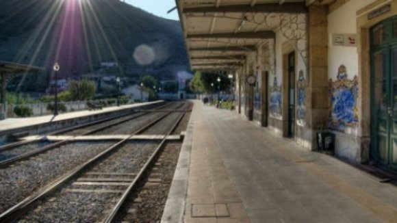 PSD quer que Governo tire da gaveta os estudos e dê prioridade à linha do Douro