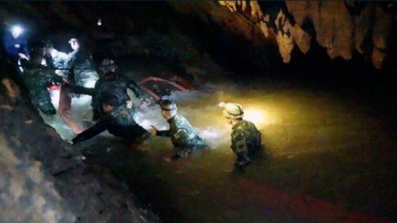 Quatro rapazes já foram resgatados da gruta na Tailândia