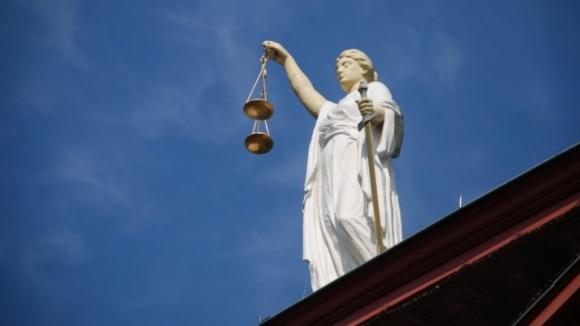 Tribunal do Porto condena dois homens por obrigar menor a prostituir-se