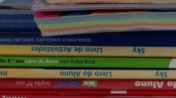 Famílias com menos rendimentos aderem à reutilização de manuais escolares usados