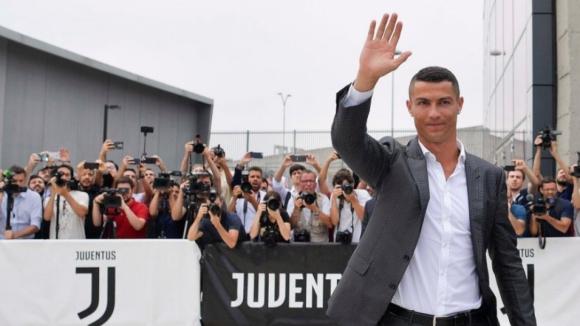 """Cristiano Ronaldo """"orgulhoso"""" pelos valores da transferência e desvaloriza idade"""