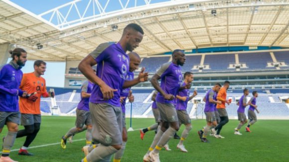 Regresso de cinco internacionais marca treino do FC Porto no Dragão