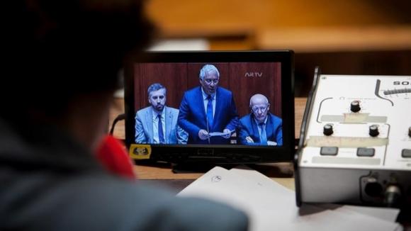 """PSD acusa Costa de faltar à palavra sobre Infarmed. Primeiro-ministro recusa """"lições"""" de Negrão"""