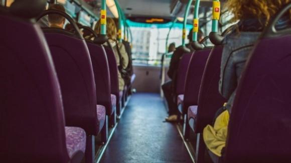 BE quer transportes públicos gratuitos para crianças até aos 12 anos