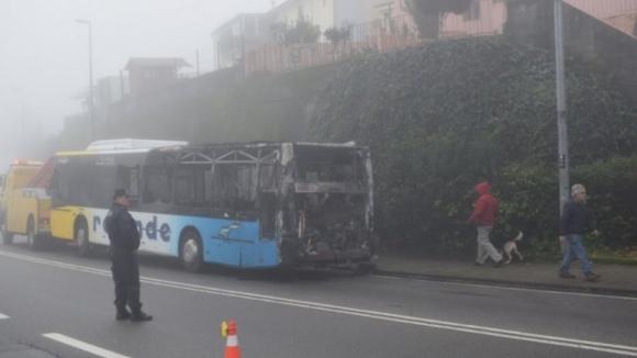 Autocarro da Resende incendeia-se em Valongo