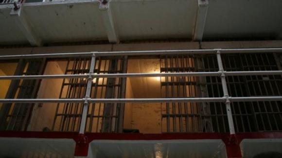 Protesto de reclusos de Custóias obriga guardas prisionais a disparo de balas de borracha