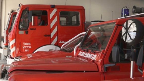 Vento destrói cobertura de posto de combustível em Esposende e danifica dois automóveis
