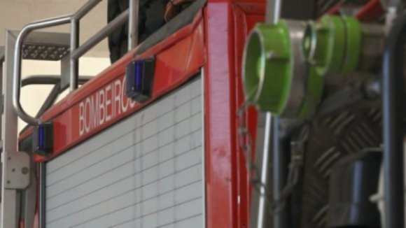 Bombeiros tentam resgatar homem que caiu num poço em Valença