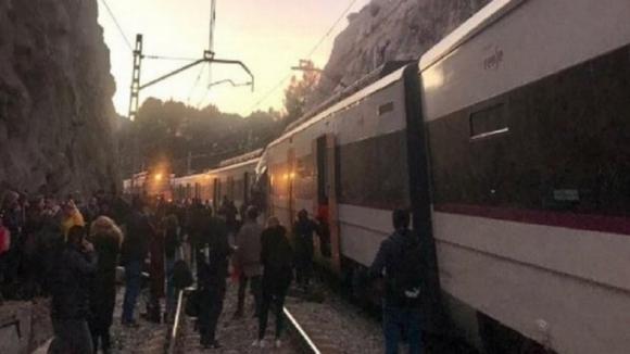Um morto e oito feridos em acidente ferroviário em Barcelona