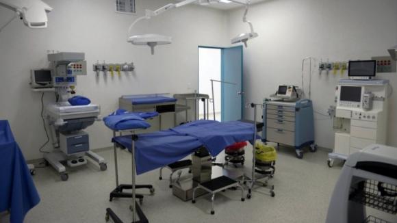 Ministra diz que já foram adiadas 1.600 cirurgias, muitas incluídas nos serviços mínimos