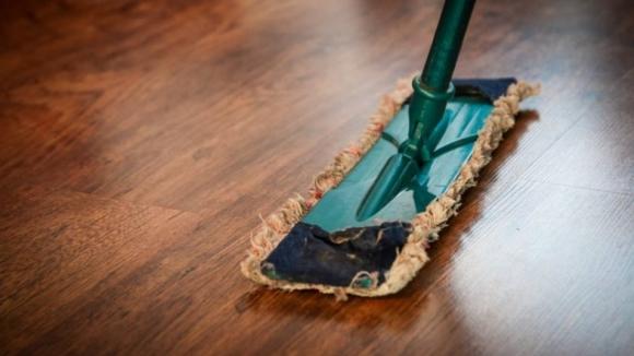 Estudo diz que faltam cinco gerações para os homens portugueses partilharem tarefas domésticas