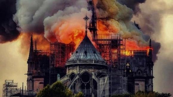 """Notre-Dame: Questão fundamental é saber """"como vai resistir a estrutura"""""""