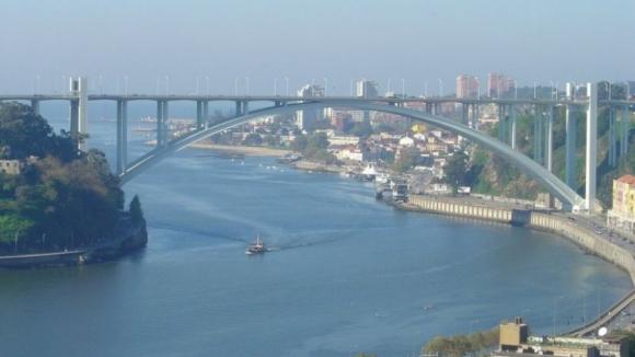 Circulação junto à Ponte da Arrábida retomada hoje de manhã