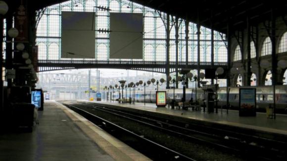 Áreas metropolitanas do Porto e de Lisboa querem assumir gestão dos comboios suburbanos