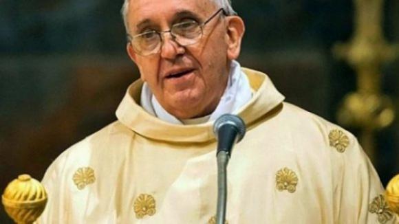 """Papa condena fogos que devoram povos e culturas """"para homogeneizar tudo e todos"""""""
