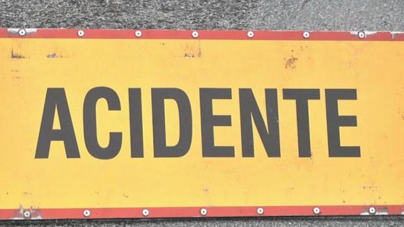 A4 cortada na zona de Paredes devido a colisão de dois veículos