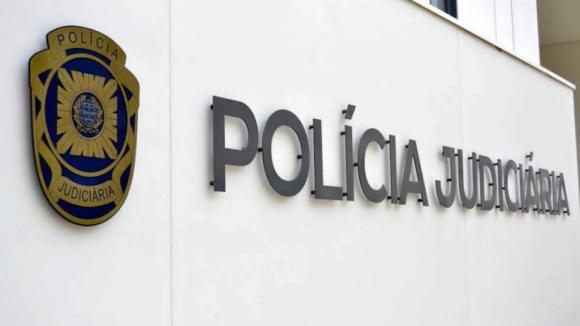 """""""Isto é um assalto"""". Homem 'armado' com um papel assalta banco no Porto"""