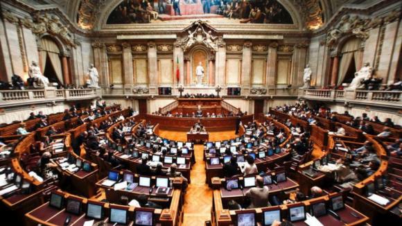 Partidos consensualizam um minuto e meio para Chega, IL e Livre no debate com PM